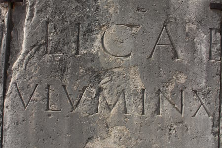 capitalis monumentalis